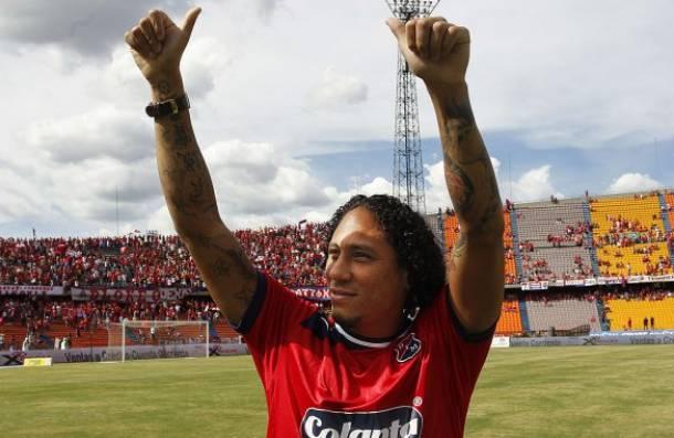Pino fue presentado y ovacionado por la afición roja