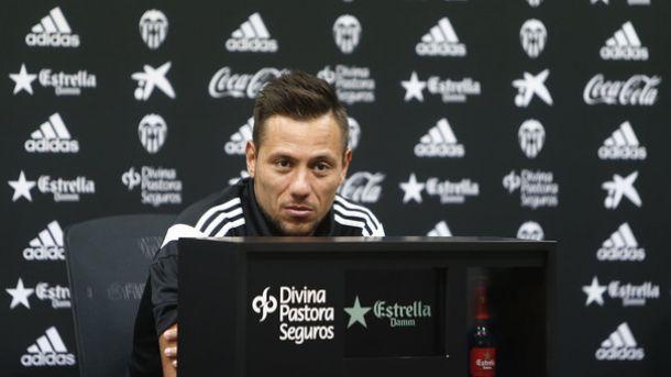 """Alves: """"La derrota siempre duele, y aún más siendo un derbi"""""""