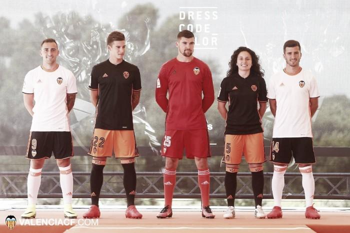Valencia apresenta novos uniformes para temporada 2016/2017