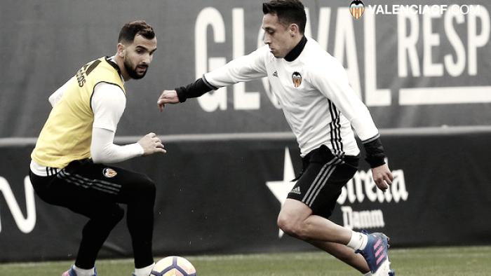Fabián Orellana ya entrena como jugador del Valencia