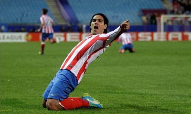 El Atlético de Madrid paga al Oporto el atraso por Falcao