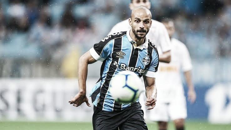 Santos negocia contratação do meia Thaciano, do Grêmio