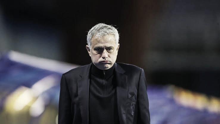 Sem nenhum título em quase um ano e meio, José Mourinho é demitido do Tottenham