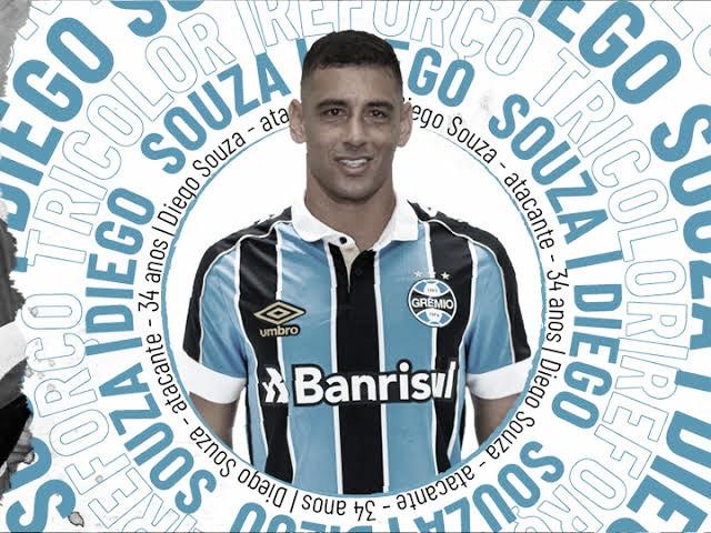 Aos 34 anos, Diego Souza é oficializado como reforço do Grêmio