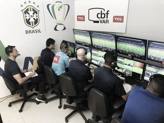 VAR é centro de polêmica no futebol brasileiro... de novo (Reprodução/CBF)