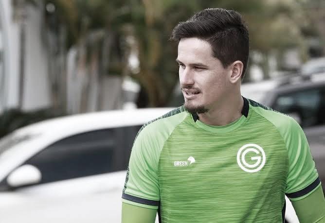 Exclusivo: goleiro do Goiás comenta brincadeira de Tadeu Schmidt e elogia o apresentador