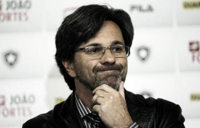 """Caio Júnior minimiza goleada sofrida diante do Vitória: """"É coisa do futebol"""""""