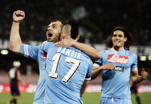 El Nápoles vence al Genoa y se afianza en la segunda plaza