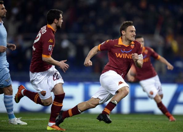 Roma y Lazio empatan justamente en el derbi de la capital