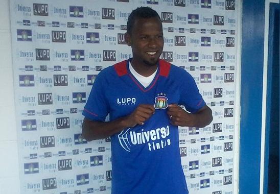 Fabinho é apresentado no São Caetano e quer retribuir em campo a gratidão que tem pelo clube