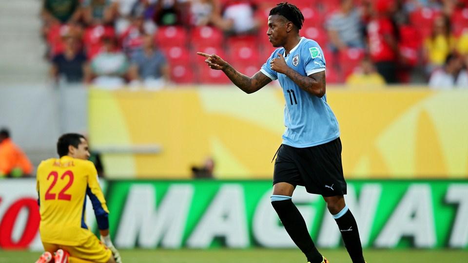 Com time reserva, Uruguai goleia Taiti e pega o Brasil na semifinal