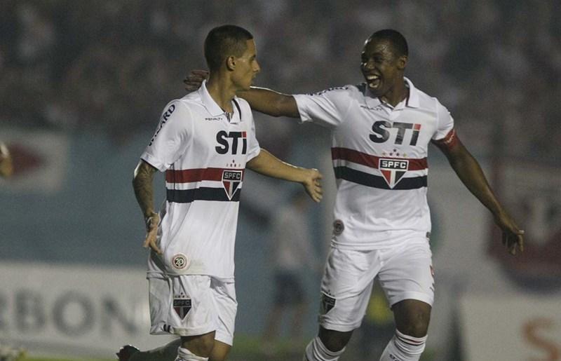 Roni deve ganhar chance entre os titulares contra o Vasco