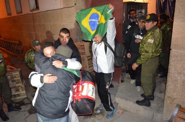 Torcedores do Corinthians presos em Oruro voltam ao Brasil no domingo