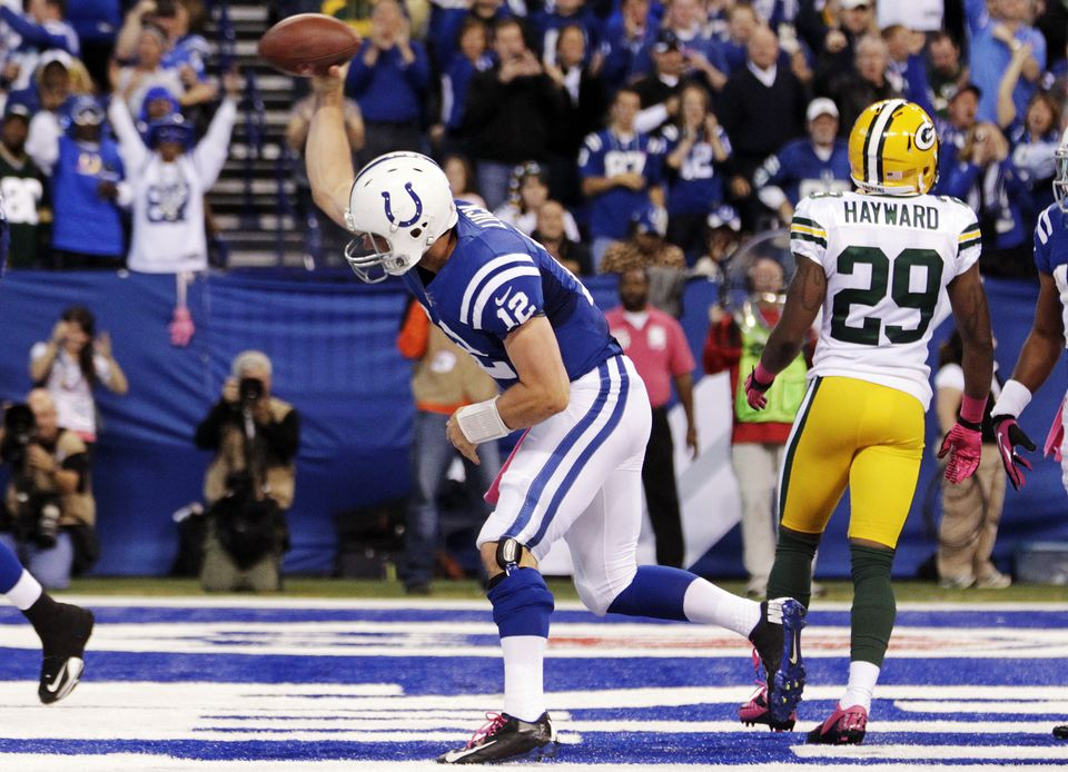Andrew Luck se doctora, triunfal, ante unos preocupantes Packers