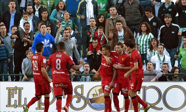 El Mallorca vence al Betis en un partido polémico