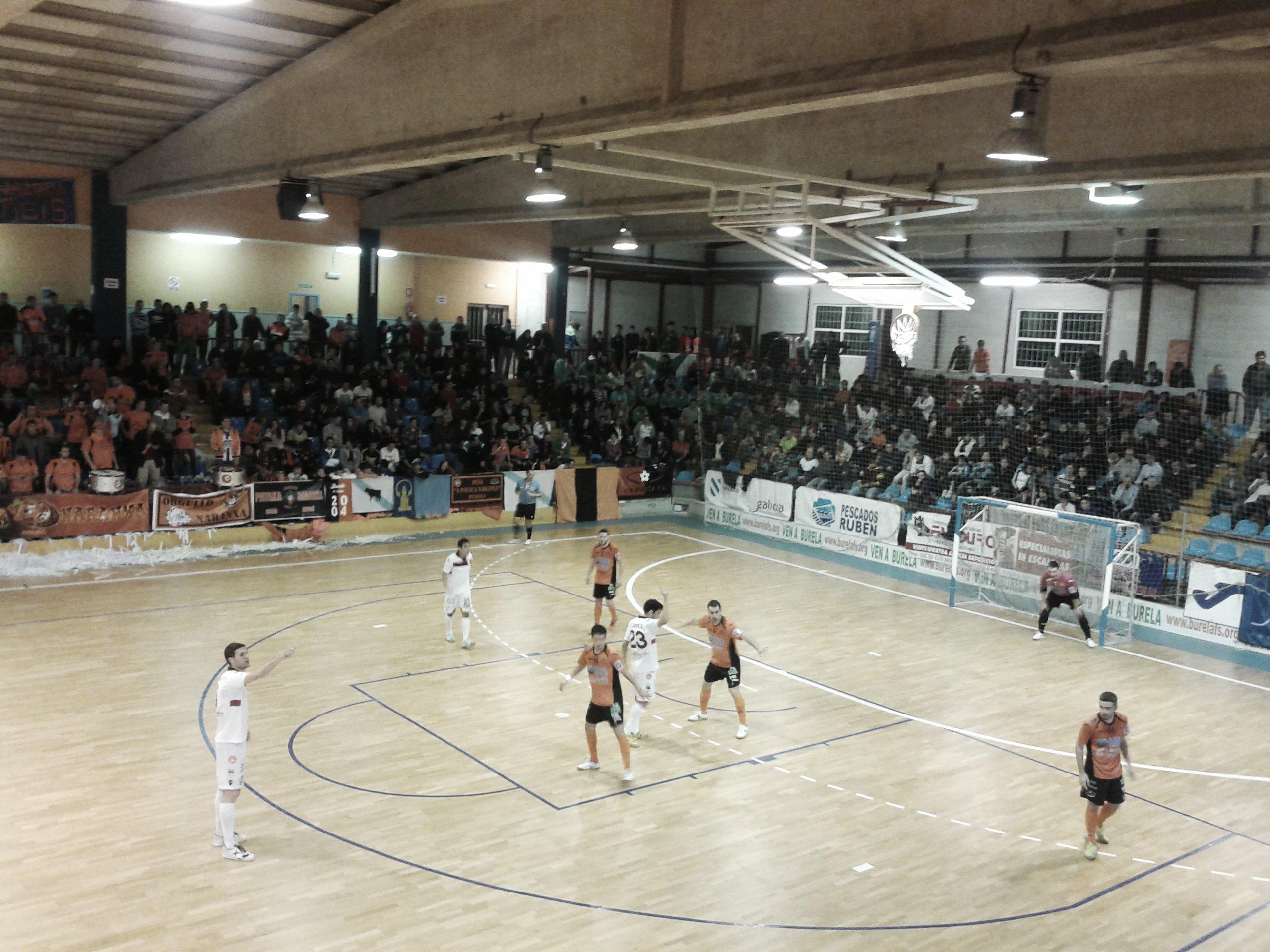 El Burela FS planta cara al Santiago Futsal en el derbi  gallego