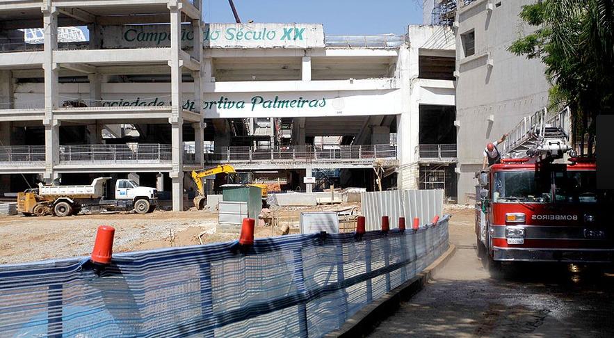 Operário morre no desabamento das obras da Arena Palestra