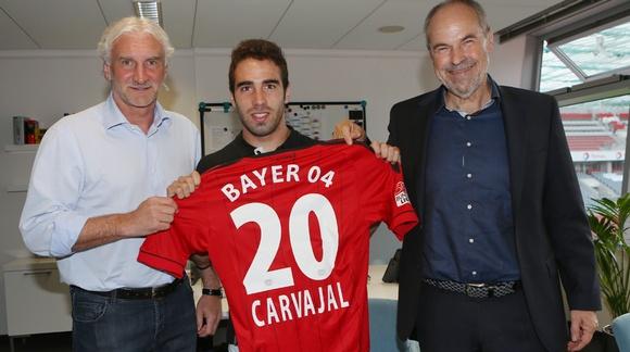 El Bayer Leverkusen presenta a Carvajal