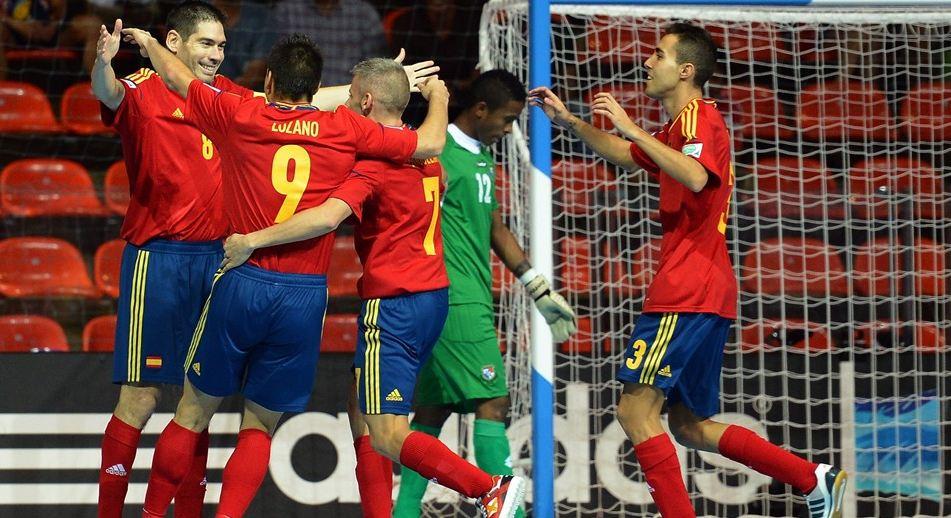 España lidera tras ganar a Panamá