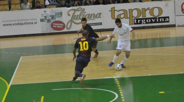 El F.C.Barcelona no da opción al Araz y sigue intratable