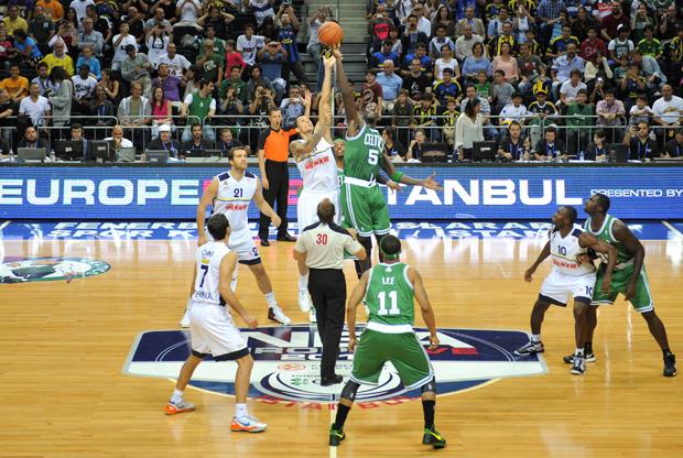 Un gran McCalebb lleva a Fenerbache a la victoria ante los Celtics