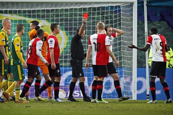El Feyenoord rescata la victoria al final