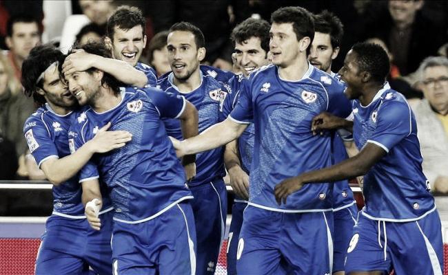 El Rayo hace historia en Mestalla con un gol del 'Chori'