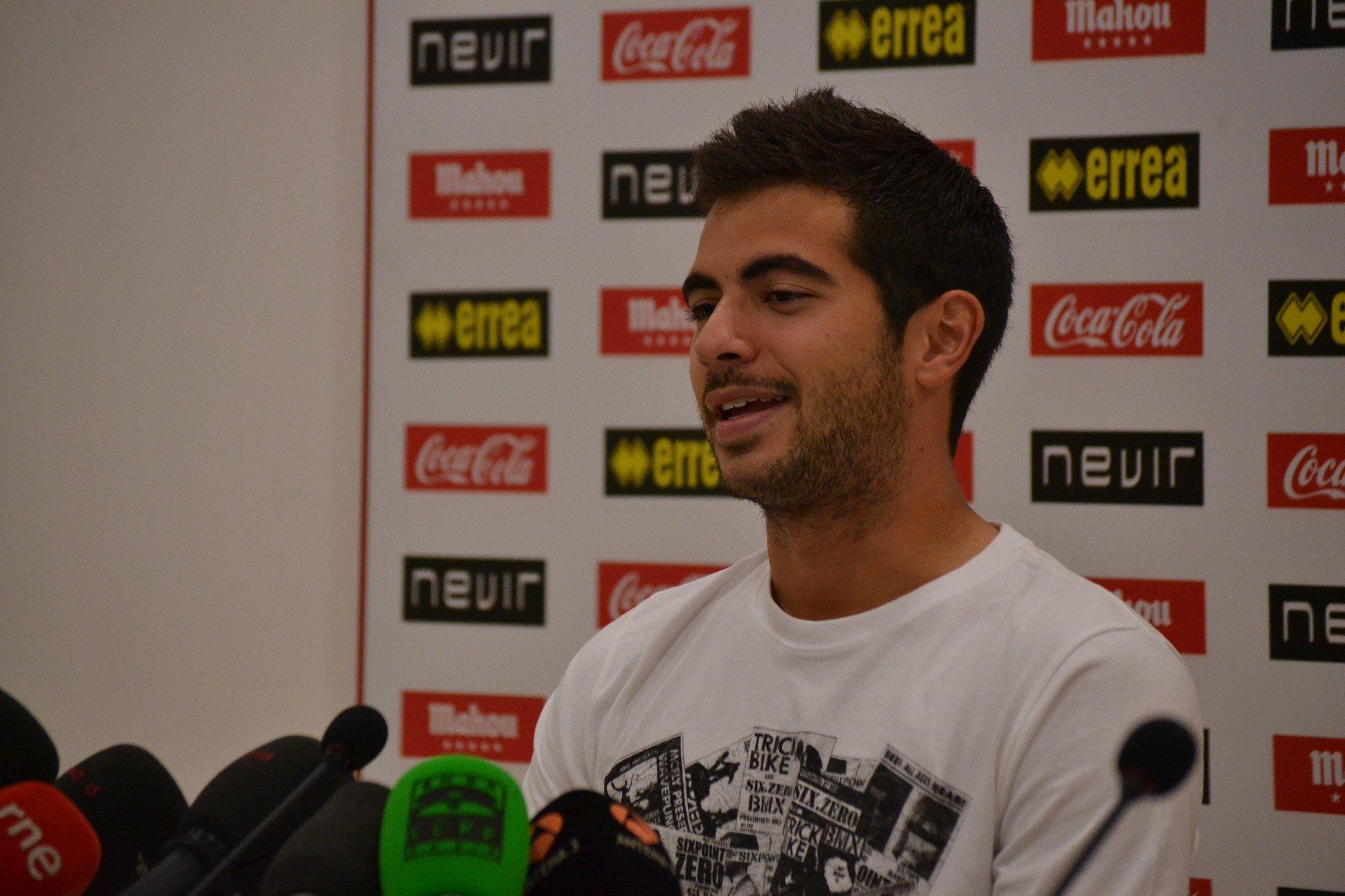 """Jordi Amat: """"Tenemos muchas ganas de salir al campo y demostrar quienes somos"""""""