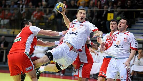 Mariusz Jurkiewicz se rompe la mano derecha y estará 2 meses de baja