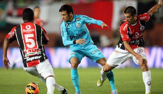 Com placar magro, Santos vence o Joinville