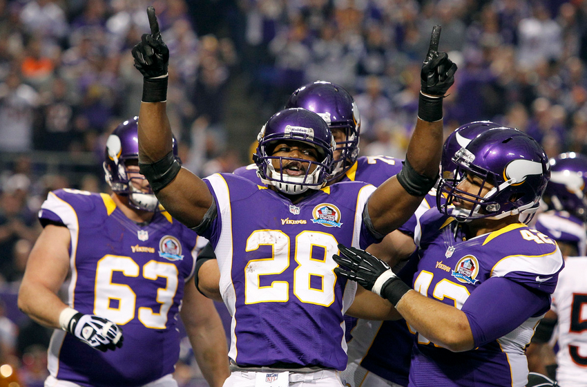 El imperio de Adrian Peterson somete a unos decadentes Bears