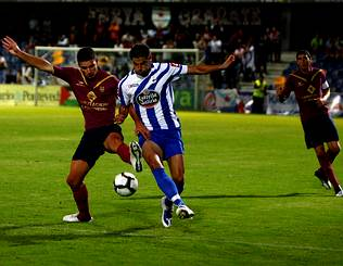 Pontevedra y Dépor se ven las caras en honor a Luis Otero