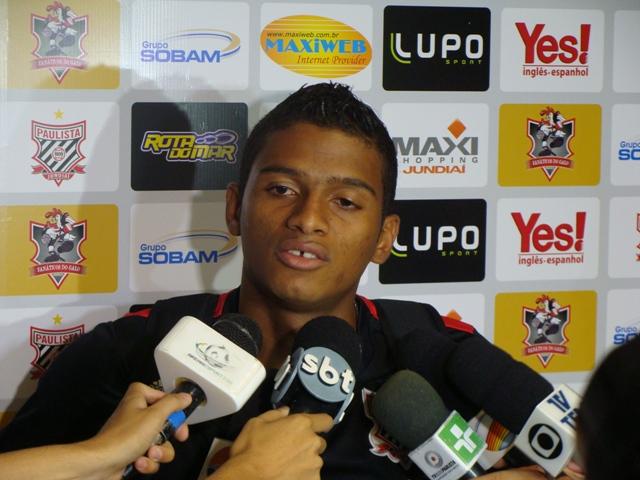 Lateral Reinaldo deve acertar com o São Paulo