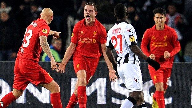 Grupo A: Liverpool 1º, Anzhi 2º