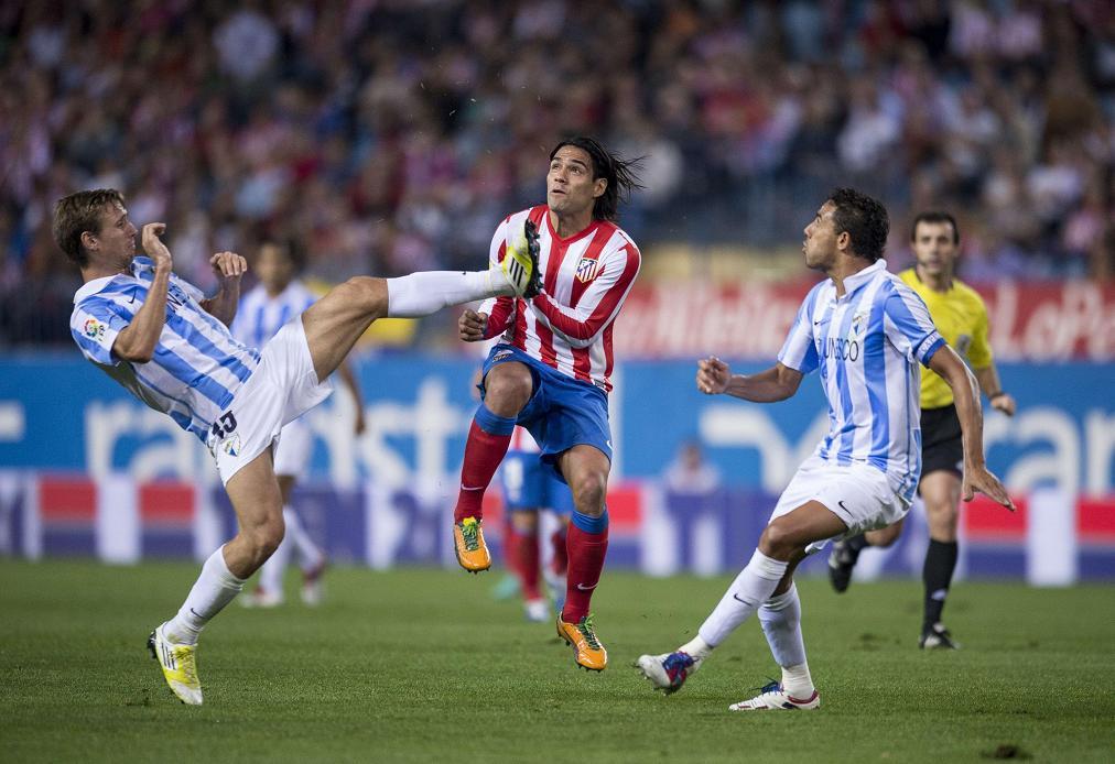 El Málaga pierde en el descuento ante el 'colíder'