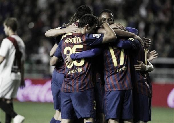 El Barcelona retrasa el alirón goleando al Rayo