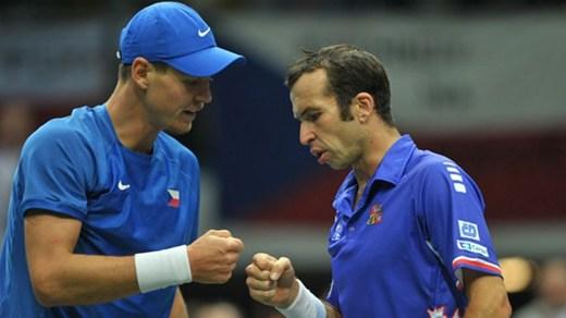 Radek Stepanek debuta con victoria ante Lleyton Hewitt
