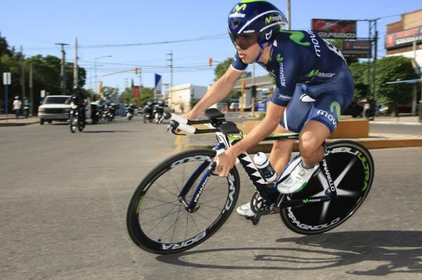 Victoria de Movistar y liderato para Castroviejo en el arranque de La Vuelta