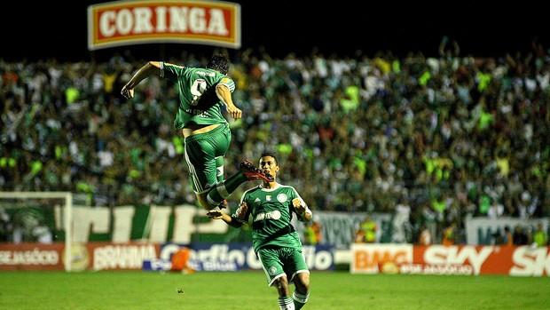 Palmeiras faz 3 a 0 no ASA e é líder da Série B