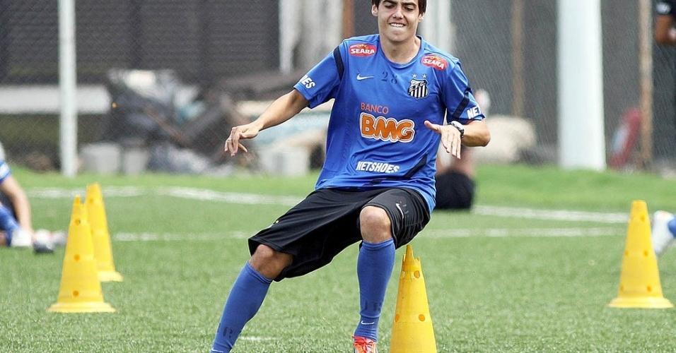 Claudinei Oliveira promove dois garotos para o elenco profissional do Santos
