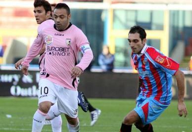 Pari al derby di Sicilia: primo tempo solo Catania, poi esce fuori il Palermo