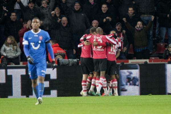 El PSV recupera el liderato y el buen fútbol