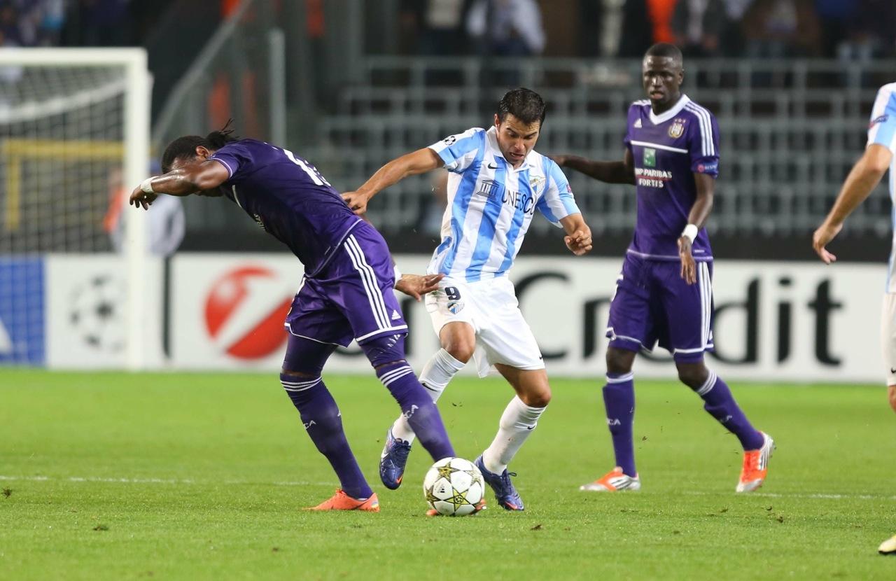 El Málaga vence al Anderlecht y se mantiene en su nube