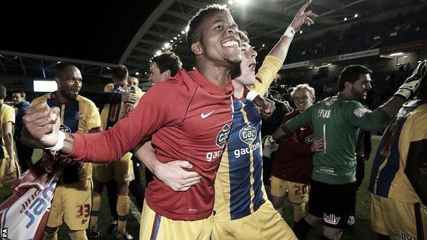Wilfried Zaha mete al Crystal Palace en la final por el ascenso en Wembley