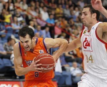 Pau Ribas le da la tercera victoria a Valencia Basket