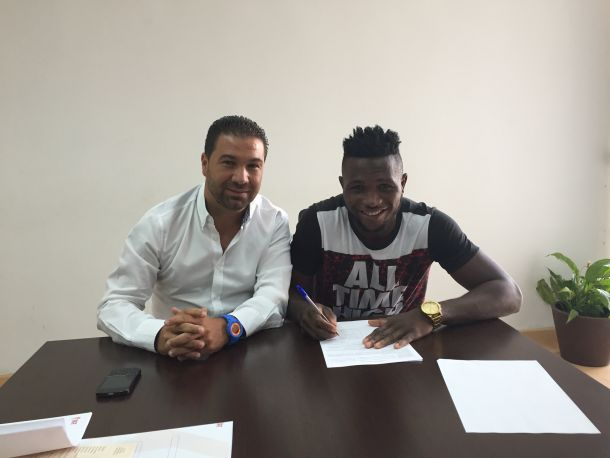 Isaac Success amplía hasta 2019 su contrato con el Granada CF