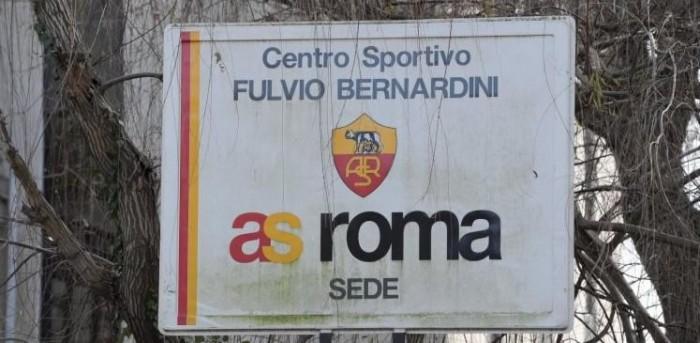Roma, allenamento tattico a Trigoria. Vermaelen lontano dal riscatto