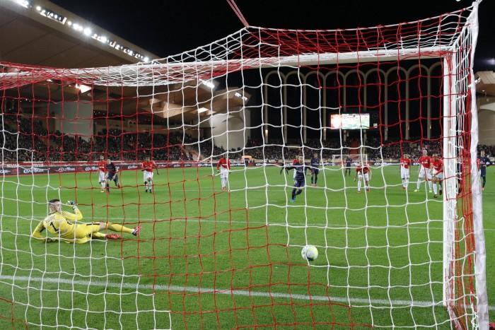 """Ligue 1 - Il Psg batte anche il Monaco, al """"Louis II"""" finisce 2-1"""