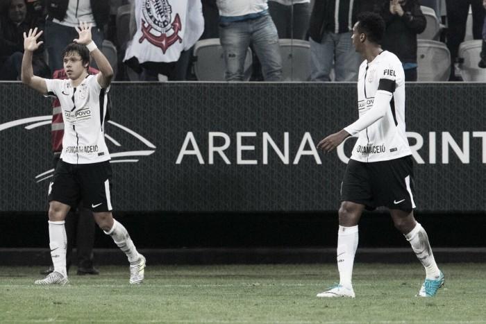Jô brilha novamente, Corinthians vence Santos e segue com boa fase na temporada