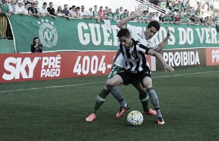 Botafogo recebe Chapecoense de olho na classificação imediata para Libertadores